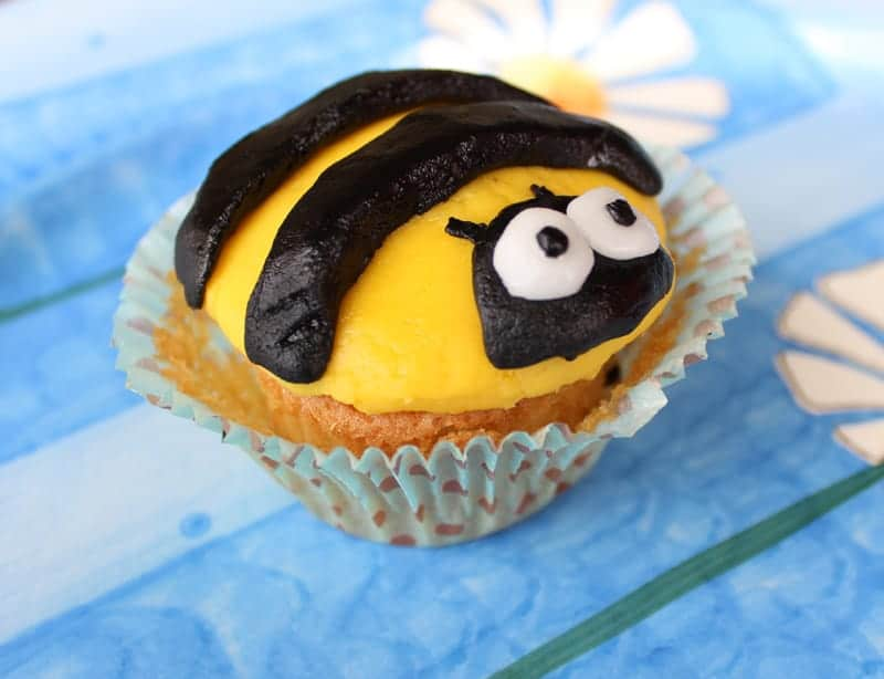 bumblebee cupcakes